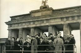 Allemagne Berlin Conference Des Catholiques Porte De Brandebourg Ancienne Photo 1964 - Places