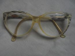 Ancienne Paire De Lunettes De Vue Pour Femme AM PERRIS - Glasses