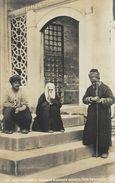 Constantinople (Istambul) - Groupe De Mendiants Devant La Porte Suleymanié (Süleymaniye) - Carte-photo Non Circulée - Turchia