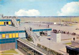 AEROPORT DE PARIS-ORLY . VUE SUR LES TERRASSES ET LES PISTES. - Aerodrome