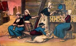 Famille Nordique écoutant La Radio - 1900-1949