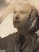 Grande Photo Autographe Studio Harcourt 1948 Par Vina Bovy - Autographes
