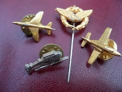 Lot De 4 Insignes Ou Pin's Militaires.Avions Hélicoptére. - Luchtmacht