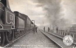 TRAINS ( United Kingdom - UK ) Picking Up Mail Bags At Full Speed ( Londo & North Western - Railway Company )  CPA - Trenes