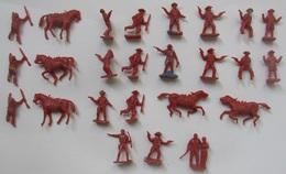 Figurines Monochromes Cow-boy Ho 1/72, Cow-boys Divers Poses 1 Couple Et Chevaux 25 Pièces - Figurines