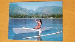 TAHITI PROMENADE ON A SMALL CANOE Carte Postale Neuve Années 70 Très Bon état Dos Partagé - Polynésie Française