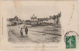 FRUGE (62) - LA PLACE - VUE PRISE DE DEVANT L'HOTEL DE VILLE - Fruges