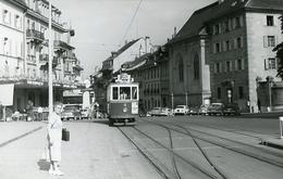 Fribourg. Place G. Python. Tramway Ligne 2. Photo Jacques Bazin. 4 Septembre 1959.