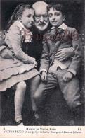 Victor Hugo Et Ses Petits Enfants Georges Et Jeanne Photo Maison De Victor Hugo - 2 SCANS - Ecrivains