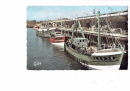 Cpsm - 56 - LORIENT- Chalutiers Devant La Criée - Artaud 16 - Bateau De Pêche LA SOUVERAINE - - Lorient