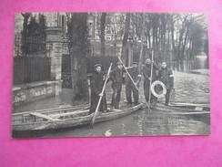 CPA 92 ASNIERES INONDATION DE 1910 EQUIPE  SAUVETEURS DE LA BASSE SEINE RUE DE BRETAGNE - Asnieres Sur Seine