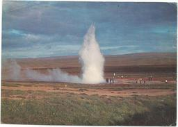 T2827 Iceland - A Hverasvaedinu Bar Sem Geysir Eru Margir Goshverir - Strokkur Geyser / Non Viaggiata - Islanda