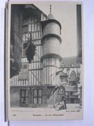 10 - TROYES - LA RUE CHAMPEAUX - ANIMEE - DOS SIMPLE - TRES BEL ETAT - Troyes