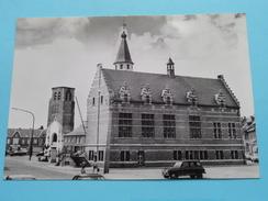 Gemeentehuis En Verwoeste Kerktoren OOSTMALLE () Anno 19?? ( Zie Foto Voor Details ) !! - Malle