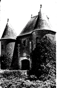 Boutigny Sur Esonnes. La Porte Féodale Du Chateau De Belesbat. - Andere Gemeenten