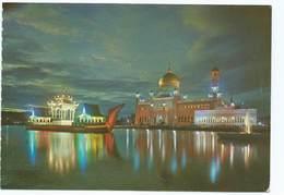 A Night View Of The Masjid Omar Ali Saifuddin Brunei Sw Singapore Postcard Issue D'un Carnet - Brunei
