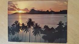 COUCHER DE SOLEIL SUR MOOREA VU DU TAHITI BEACHCOMBER HOTEL Carte Postale Neuve Années 70 Très Bon état Dos Partagé - Polynésie Française