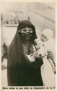 Mère Arabe Et Son Bébé Au Dispensaire De La Colonie