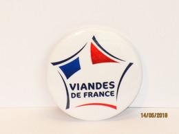 BADGE OU BROCHE PUBLICITAIRE VIANDES De  FRANCE - Advertising (Porcelain) Signs