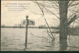 Catastrophe De La Divatte -   Poteau Indicateur Des Routes Indiquant Plutôt Le Désastre - France