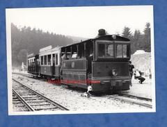 Photo Ancienne - Gare à Situer - EREZEE ? DOCHAMPS ?- Tramway De L' Aisne ? - Locomotive Chemin De Fer Belge Train Wagon