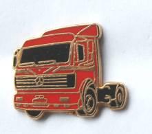 Pin's MERCEDES - Tracteur Routier Rouge - Zamac - Metargent  - G063 - Mercedes