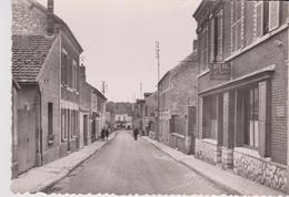 """CPSM 10X15 . BONNIERES (78) Rue Raymond Pochon ( Café-Bal-Chambres """"Chez Pierre"""" / Charcuterie ) - Bonnieres Sur Seine"""