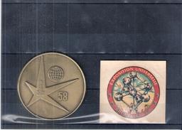 """Expo 58 - Médaille En Métal + Décalcomanie """"Atomium"""" (à Voir)"""