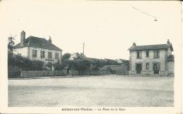 89 - AILLANT SUR THOLON   LA PLACE DE LA GARE - Aillant Sur Tholon