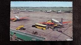 CPSM VIEW OF LONDON AIRPORT PLANE ROOF GARDENS  AEROPORT AVION  BUS MANQUE TIMBRE - Aérodromes