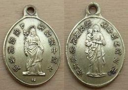 NM-097Médaille Ancienne En Laiton Lettres Asiatiques - Religione & Esoterismo