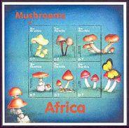 MINT NEVER HINGED MINI SHEET OF MUSHROOMS  #   073-4   (  GAMBIA  2241* - Paddestoelen
