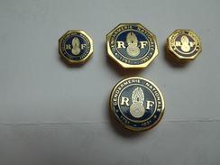 Série De 4 Pin's Différents , Armée Militaire Gendarmerie - Militares