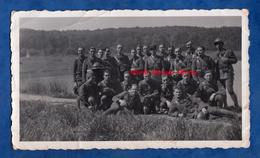 Photo Ancienne - 12e Brigade EOR - Mai 1940 - Piece D'eau Des Suisses ? ( Lire Verso ) - WW2 - Voir Uniforme Casque