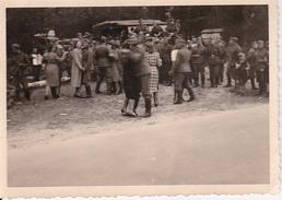 Foto Deutsche Soldaten Beim Tanzen - Feier Vor Der Abfahrt Zur Front - 2. WK - 9*6cm (27586)
