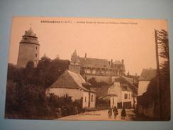Châteaugiron. Arrivée Route De Servon Et L'antique Château Féodal.