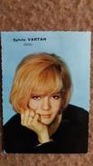 SYLVIE VARTAN CHANTEUSE ANNEES 60 YEYE  PUBLISTAR FORMAT 7.5 PAR 10.5 CM DOS BLANC - Vieux Papiers