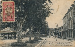 G53 - Martinique - FORT-DE-FRANCE - La Rue Amiral De Gueydon Et Le Kiosque Ivanès - Fort De France