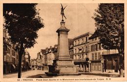 TROYES -10- PLACE JEAN JAURES ET LE MONUMENT AUX BIENFAITEURS DE TROYES - Troyes