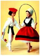 Les Amoureux De Peynet - Pays Basque (état: Plis Coin Gauche) - Peynet
