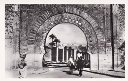 MAROC---MARRAKECH---pays Des Contrastes--voir 2 Scans - Marrakech