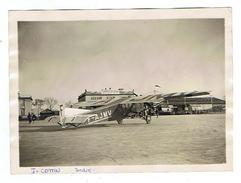 PHOTO  AVION  Aviateur Jo COTTIN Avec Son Avion.  Raid D'Afrique Itinéraire Detaillé  Et Autographe De L'aviateur Au Dos - 1946-....: Moderne