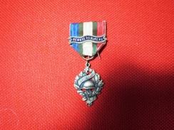 Médaille U.N.C. Union Nationale Des Combattants Membre Du Bureau 1914 1918 Bon état - France