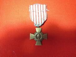 Médaille Croix Du Combattant 1914 1918 Bon état - France