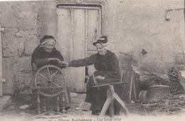 Cpa Postcard 2 Scans -   ¤¤ - 93 - Fileuses Bourbonnaises - Une Bonne Prise - Rouet - Tabac - ¤¤ Corr. Militaire 1918