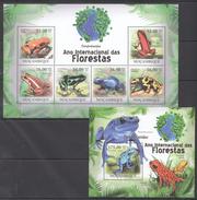 B190 2011 MOCAMBIQUE FAUNA DAS FLORESTAS REPTILES FROGS DENDROBATIDAE 1KB+1BL MNH