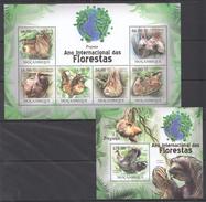 B203 2011 MOCAMBIQUE FAUNA DAS FLORESTAS ANIMALS PREGUICA 1KB+1BL MNH