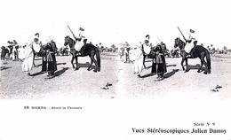 # Algérie - Biskra    - CP Stéréoscopique - Avant La Fantasia - Estereoscópicas