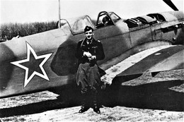 Militaria WW2  - Régiment Normandie-Niemen - Le Lieutenant-colonel Pouyade Devant Son Yak - 1939-45