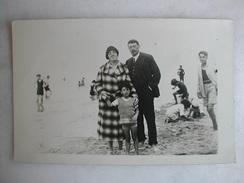 CARTE PHOTO - Berck - Famille Sur La Plage - Fantaisies